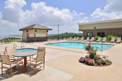 Outdoor pool with hot tub | Hotel Vue, an Ascend Hotel Collection Member