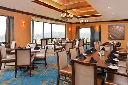 Dining room | Hotel Vue, an Ascend Hotel Collection Member