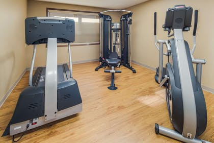 Exercise room | Clarion Hotel & Suites