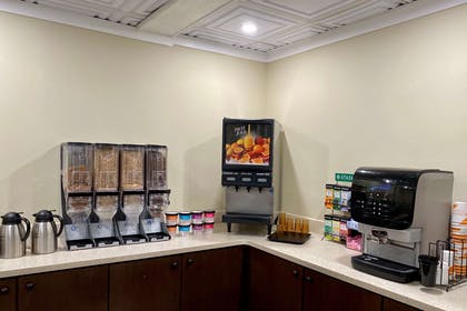 Breakfast counter | Clarion Hotel & Suites
