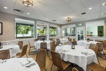 Restaurant | Hilton Garden Inn Davis Downtown