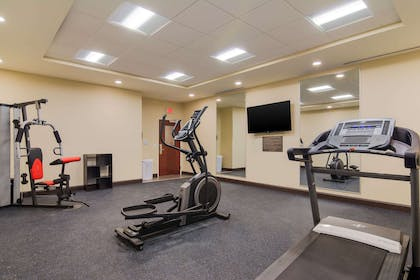 Exercise room | Comfort INN AND Suites