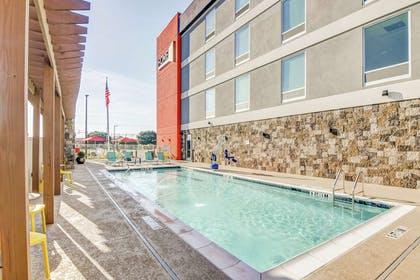 Pool | Home2 Suites by Hilton Foley