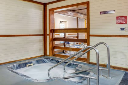 Indoor hot tub | Quality Inn & Suites