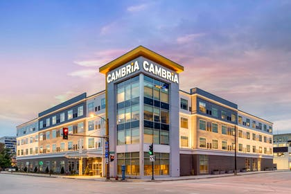 Hotel exterior | Cambria Hotel Milwaukee Downtown