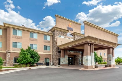 Hotel exterior | Comfort Inn & Suites Denver Northeast