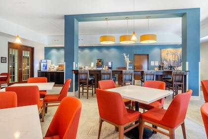 Breakfast area | Comfort Inn & Suites Denver Northeast