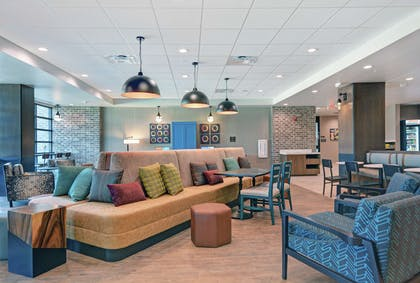 Lobby | Home2 Suites by Hilton Bettendorf Quad Cities