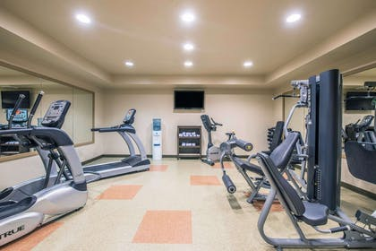 Fitness center | Clarion Hotel & Suites