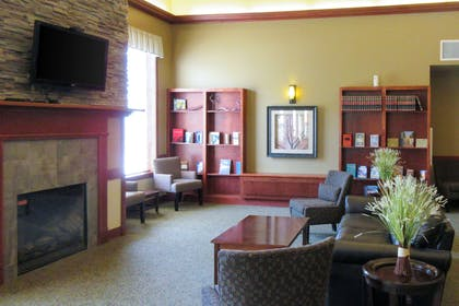 Hotel lobby | Clarion Hotel & Suites