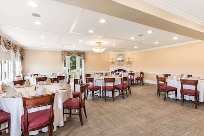 Spalding dining room | Traditions Hotel & Spa, an Ascend Hotel Collection Member
