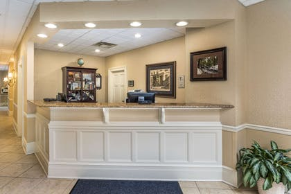 Front desk | Traditions Hotel & Spa, an Ascend Hotel Collection Member