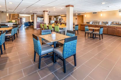 Breakfast area | Comfort Inn