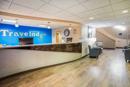 Lobby | Travelodge by Wyndham Colorado Springs Airport/Peterson AFB