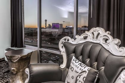 Relax and take in the view | Lorenzo Hotel