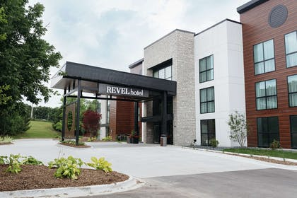 Exterior   Revel Hotel Des Moines Urbandale, Tapestry Collection by Hilton