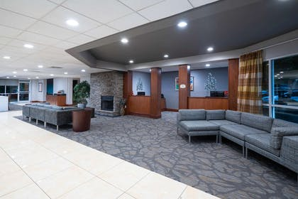 Lobby | Wingate by Wyndham Fletcher at Asheville Airport