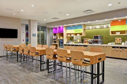 Breakfast Area | Home2 Suites by Hilton Charlotte Piper Glen