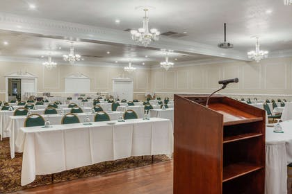 Meeting room | Clarion Hotel & Suites