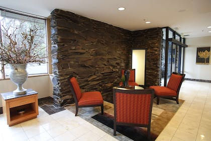 lobby | Red Lion Inn & Suites Olympia, Governor Hotel