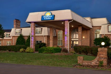 Exterior | Days Inn and Suites by Wyndham Sikeston