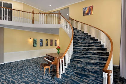 Lobby | Days Inn and Suites by Wyndham Sikeston