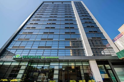 Exterior | Wingate by Wyndham Long Island City