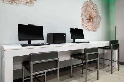 Business Center | Wingate by Wyndham Long Island City