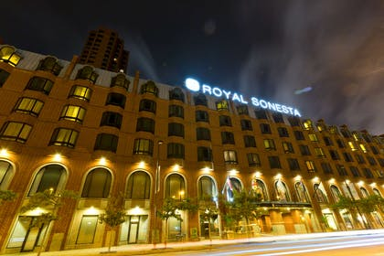 Exterior | Royal Sonesta Harbor Court Baltimore