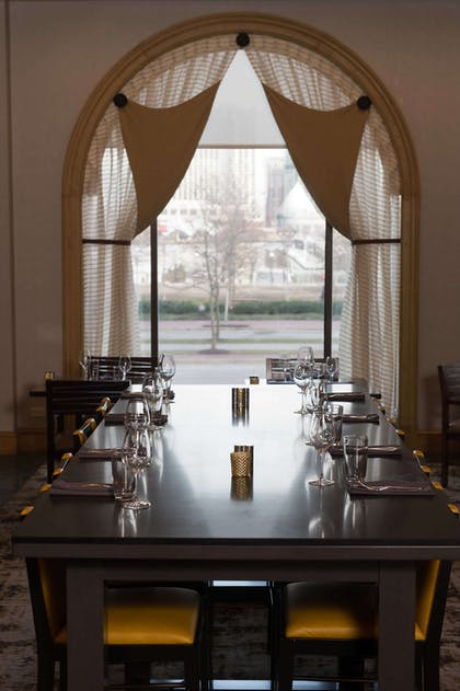 Explorers Hightop Seating | Royal Sonesta Harbor Court Baltimore