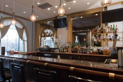Explorers an American Gastropub Bar | Royal Sonesta Harbor Court Baltimore