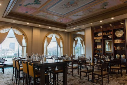 Explorers an American Gastropub | Royal Sonesta Harbor Court Baltimore