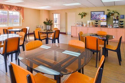 Breakfast Area | Value Inn Worldwide Inglewood