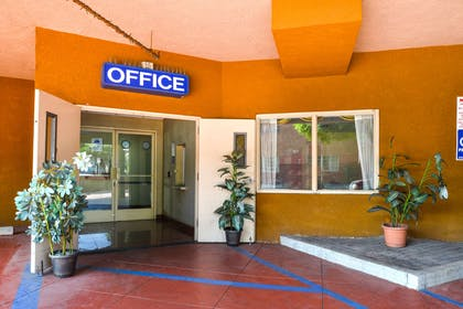 Lobby and Front Desk | Value Inn Worldwide Inglewood