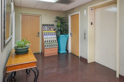 Lobby Area | Value Inn Worldwide Inglewood