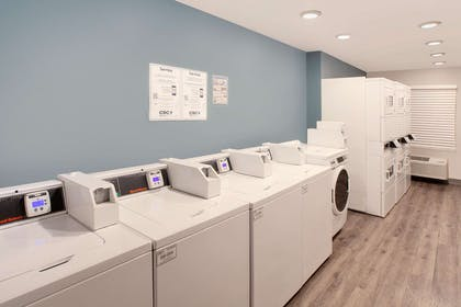 Guest laundry facilities | WoodSpring Suites Phoenix I-17 North