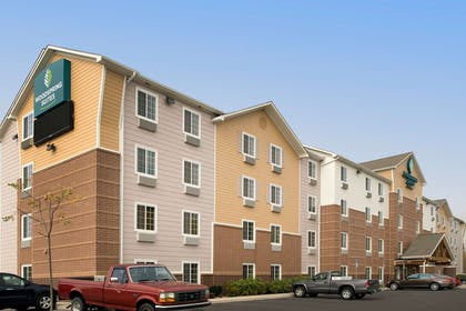 Hotel exterior   WoodSpring Suites Cleveland Airport