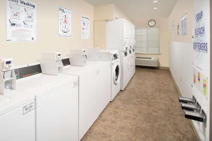 Guest laundry facilities | WoodSpring Suites Indianapolis Plainfield
