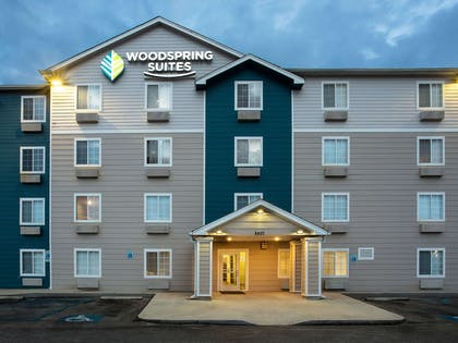Hotel exterior | WoodSpring Suites Gulfport