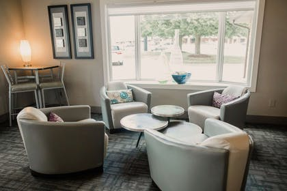 lounge | Eastland Suites Extended Stay Hotel & Conference Center