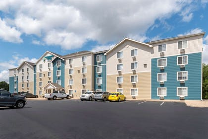 Hotel exterior | WoodSpring Suites Wichita South