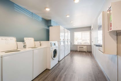 Guest laundry facilities | WoodSpring Suites Wichita South