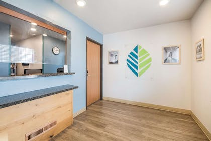 Lobby | WoodSpring Suites Wichita South