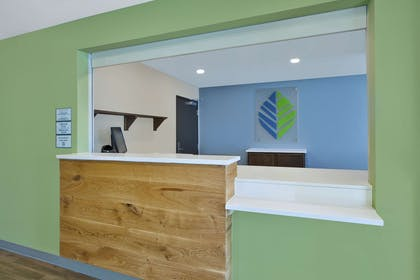 Hotel lobby | WoodSpring Suites Detroit Rochester Hills