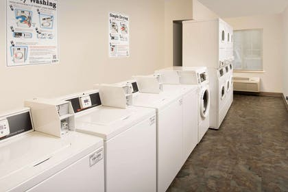 Guest laundry facilities | WoodSpring Suites Gainesville