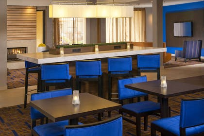 Communal table | Courtyard by Marriott Charlotte University Research Park
