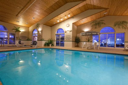 Pool | Country Inn & Suites by Radisson, Cedar Falls, IA