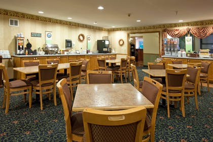 Breakfast Room | Country Inn & Suites by Radisson, Cedar Falls, IA
