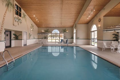 Indoor Pool | Country Inn & Suites by Radisson, Cedar Falls, IA