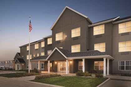 Hotel Exterior | Country Inn & Suites by Radisson, Cedar Falls, IA